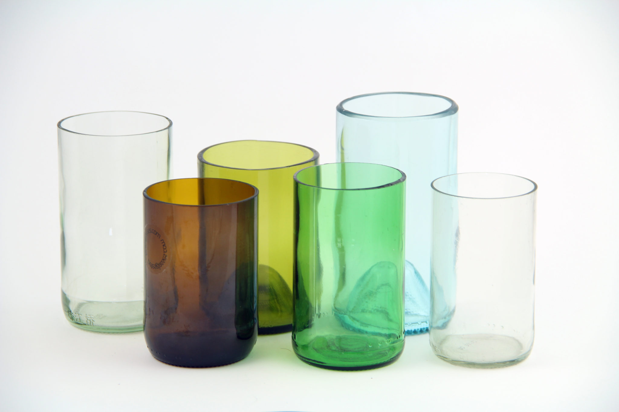 Vases and glasses from recycled beer bottles the for Vase weihnachtlich dekorieren