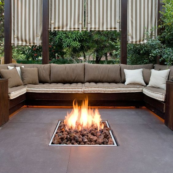 What to consider when building a fire pit in your back ...
