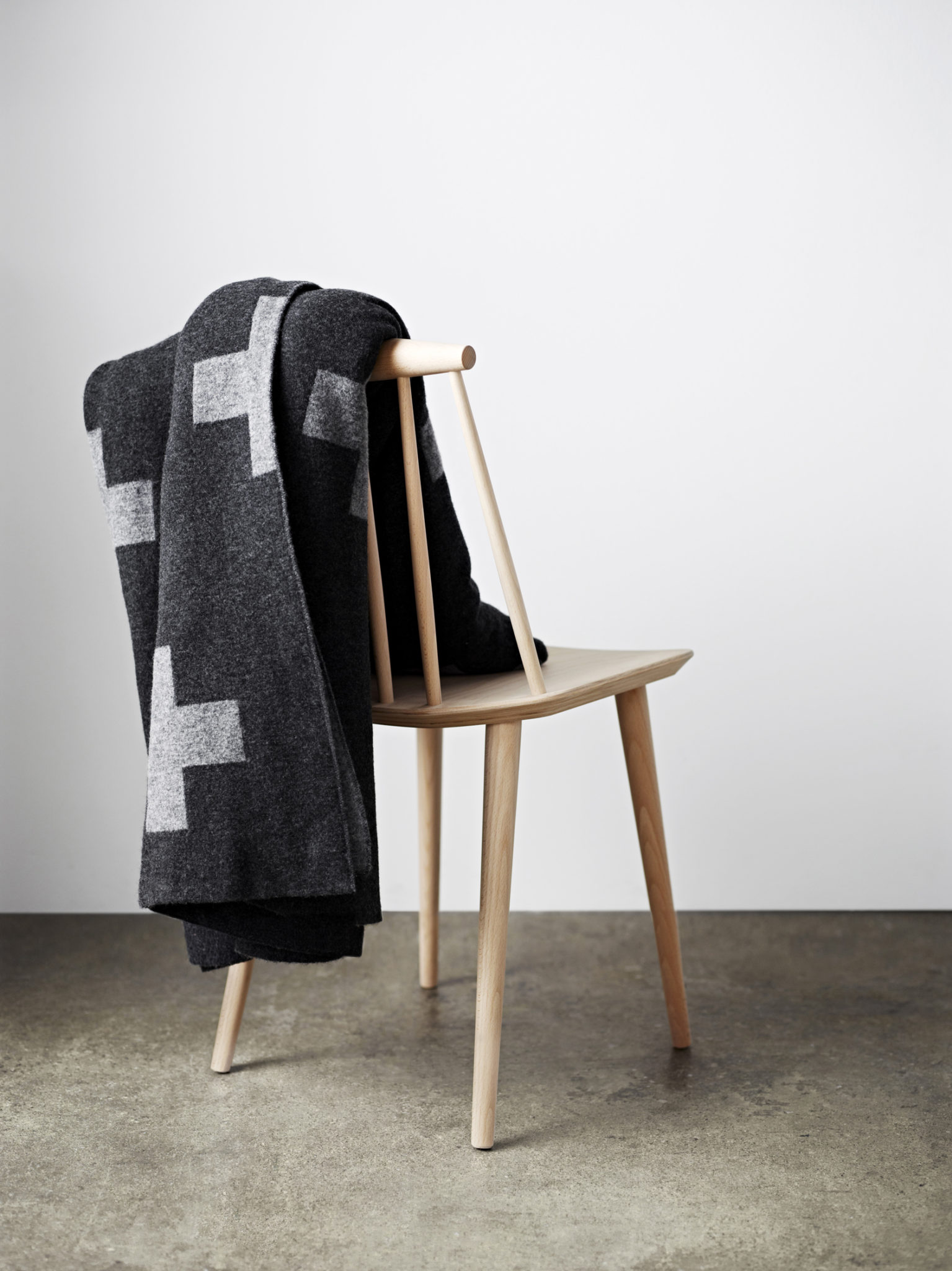 This throw reminds me of the even popular Crux Blanket by Swedish designer Pia Wallen