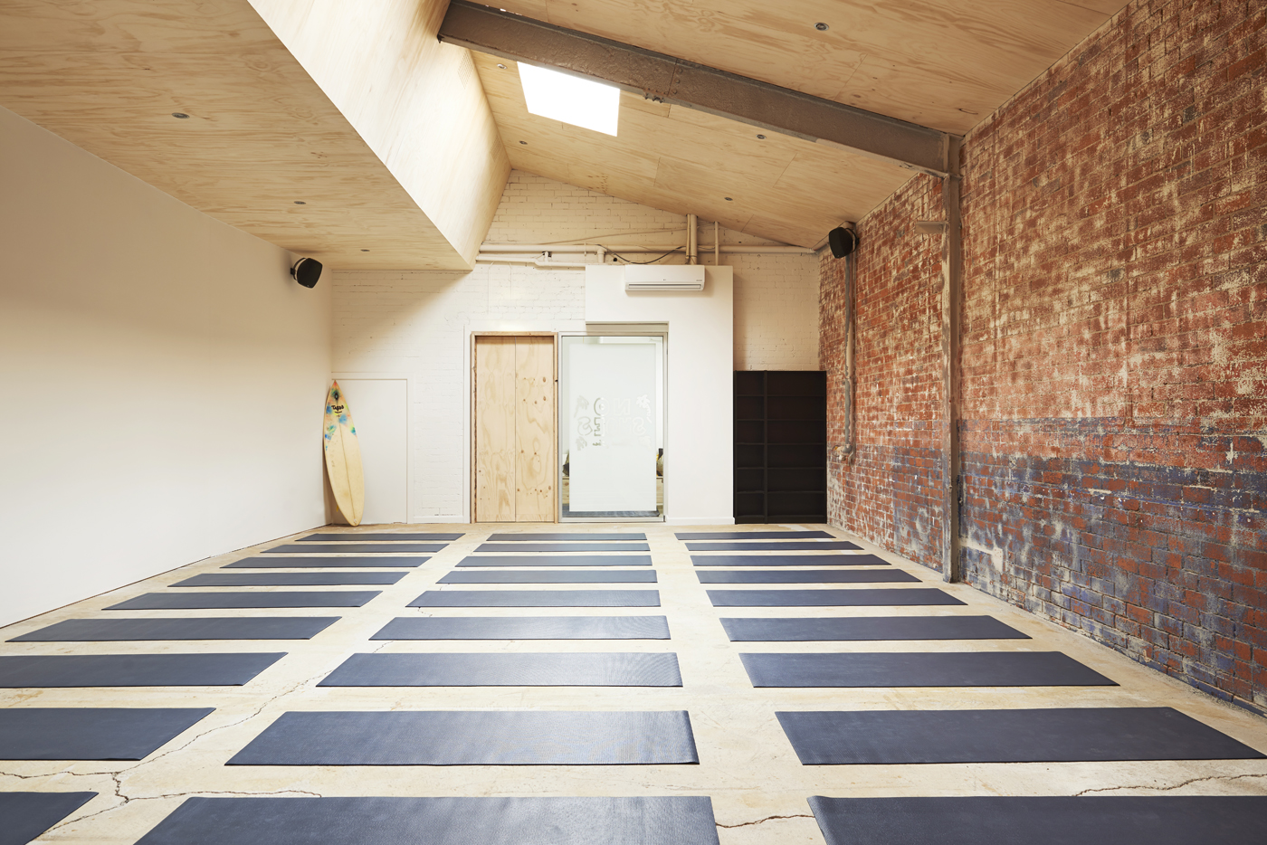 Melbourne Yoga Studio Inspired By California And A Member Of Men At Work Yes You Read Right The Interiors Addict