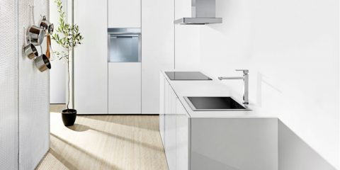 Smeg Linear oven with TFT display tells you how to cook