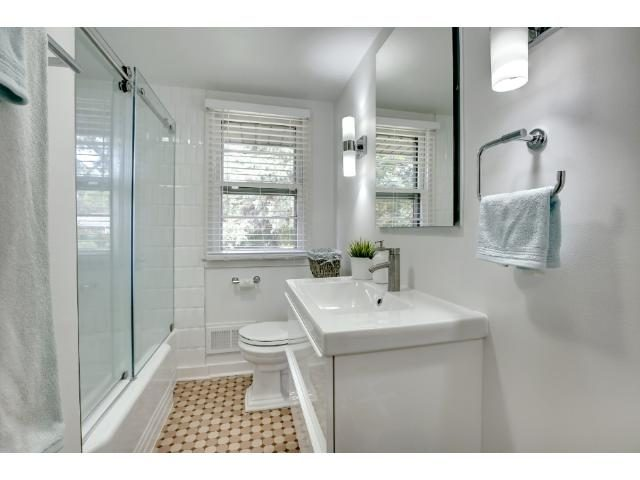 cherie-barber-bathroom-lighting-2-1