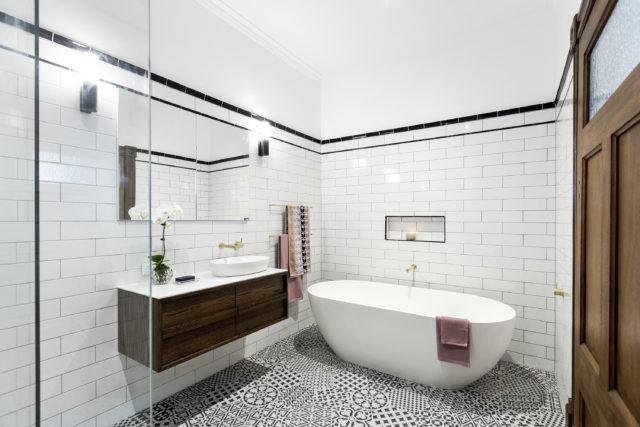 h2_r3_bathroom_dan_carleen-12