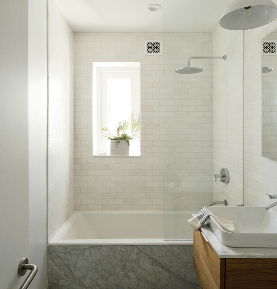 12 top tips for renovating small bathrooms effectively for Great small bathrooms