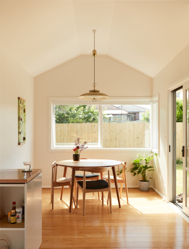 Home Makeover California Bungalow An Exercise In Restraint The Interiors Addict