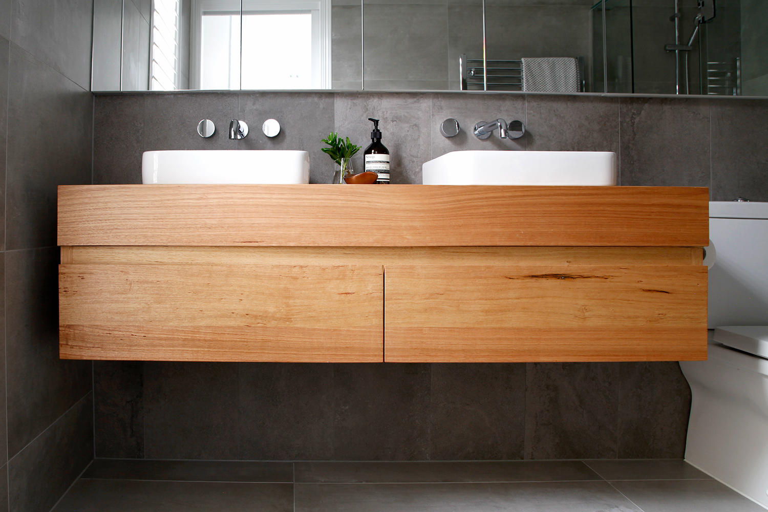 Why Timber Vanities Can Cope With Your Wet Bathroom The