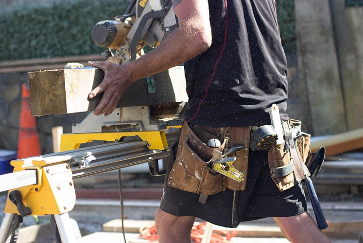 8 questions to ask before hiring a builder or tradie