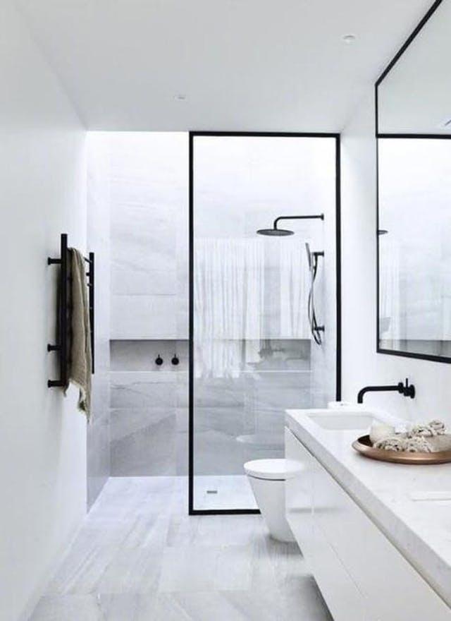 Monochrome bathroom. Image source: Pinterest/Marisa Robinson Beauty