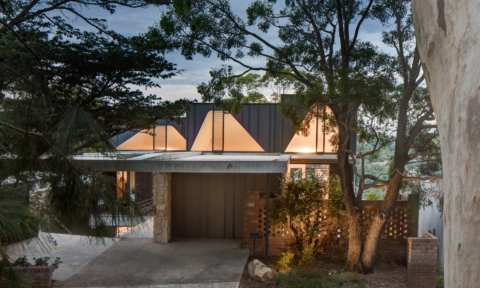 An award-winning Sydney harbour house among the trees
