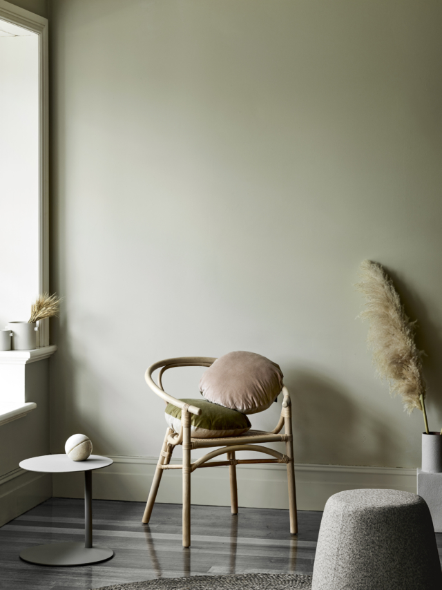 Cushions in nude and olive