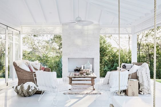The latest Three Bird Renovations house tour comes in the shape of Bonnie's Dream Home. Today I'm taking you around the Coastal Barn.